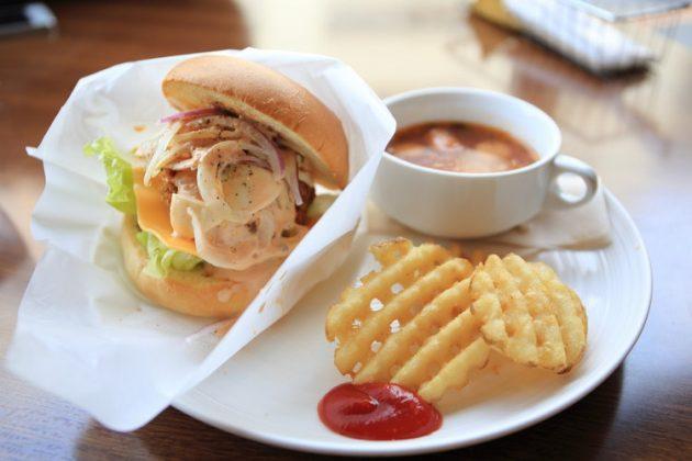 хамбургер с шунка и лук
